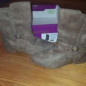 Women's boots size 6 NWT RAMPAGE